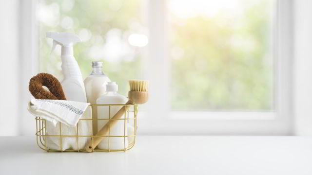 Disinfecting Cleaning Services in NYC using cleaning supplies